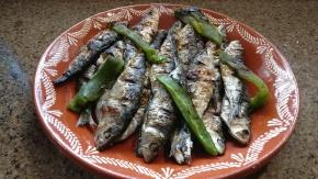 Empieza el verano: ¡huele a sardina asada! Historias y recetas consardinas